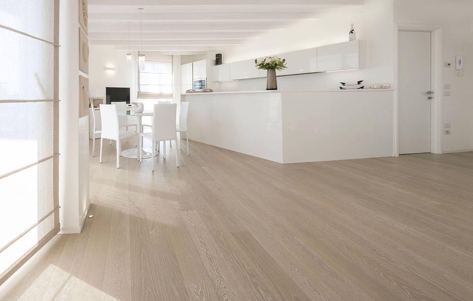 Ambiente con pavimento in legno - parquet
