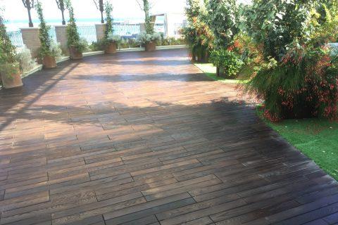 pavimentazione esterna in decking