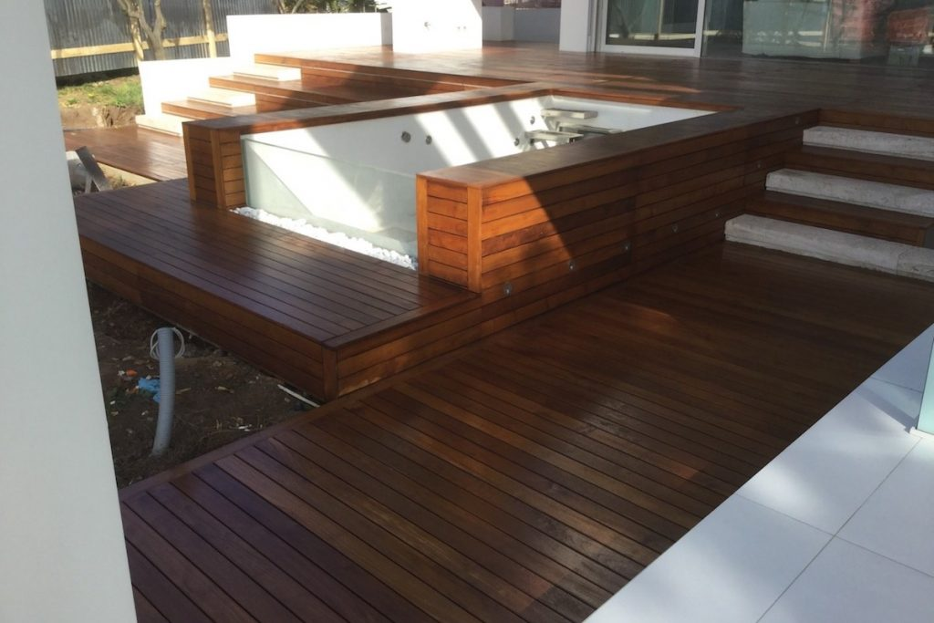 Piscina-rifinita in decking